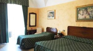 camera tripla hotel catania